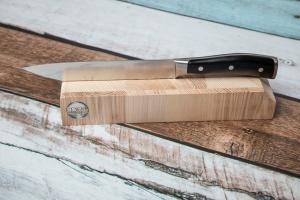 Schneidbrett mit Steinunterlage und Messerhalter